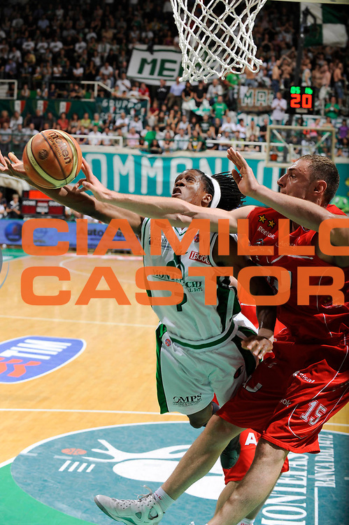 DESCRIZIONE : Siena Lega A 2008-09 Playoff Finale Gara 1 Montepaschi Siena Armani Jeans Milano<br /> GIOCATORE : Morris Finley<br /> SQUADRA : Montepaschi Siena<br /> EVENTO : Campionato Lega A 2008-2009 <br /> GARA : Montepaschi Siena Armani Jeans Milano<br /> DATA : 10/06/2009<br /> CATEGORIA : stoppata<br /> SPORT : Pallacanestro <br /> AUTORE : Agenzia Ciamillo-Castoria/G.Ciamillo