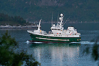 Fiskebåten M/S Seir i Ellingsøyfjorden.<br /> Foto: Svein Ove Ekornesvåg