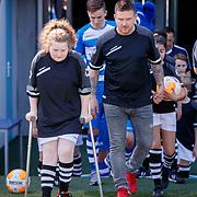 NLD/Zwolle/20180418 - Johnny de Mol onthult de nieuwe Eredivisiebal, Johnny voetballen met de jongeren van Syndroom
