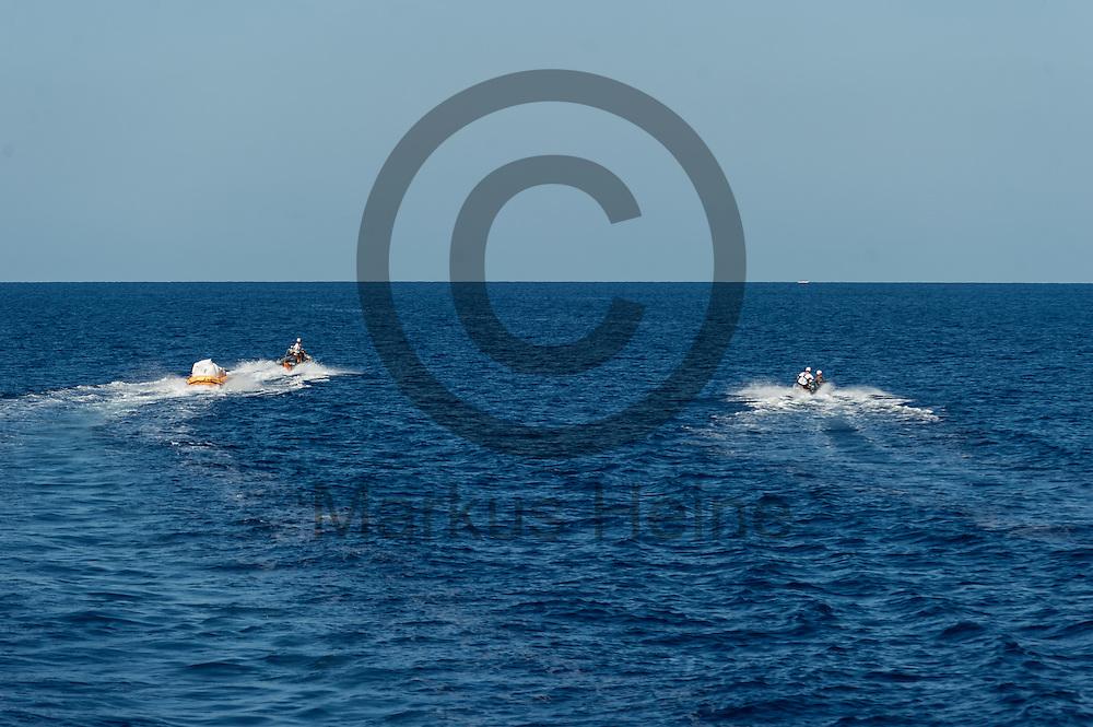 Zwei RIB (Schlauchboot) fahren am 22.09.2016 vor dem Fluechtlingsrettungsboot Sea-Watch 2 in internationalen Gewaessern vor der libyschen Kueste in Richtung eines Schlauchbootes mit Fluechtlingen. Foto: Markus Heine / heineimaging<br /> <br /> ------------------------------<br /> <br /> Veroeffentlichung nur mit Fotografennennung, sowie gegen Honorar und Belegexemplar.<br /> <br /> Publication only with photographers nomination and against payment and specimen copy.<br /> <br /> Bankverbindung:<br /> IBAN: DE65660908000004437497<br /> BIC CODE: GENODE61BBB<br /> Badische Beamten Bank Karlsruhe<br /> <br /> USt-IdNr: DE291853306<br /> <br /> Please note:<br /> All rights reserved! Don't publish without copyright!<br /> <br /> Stand: 09.2016<br /> <br /> ------------------------------
