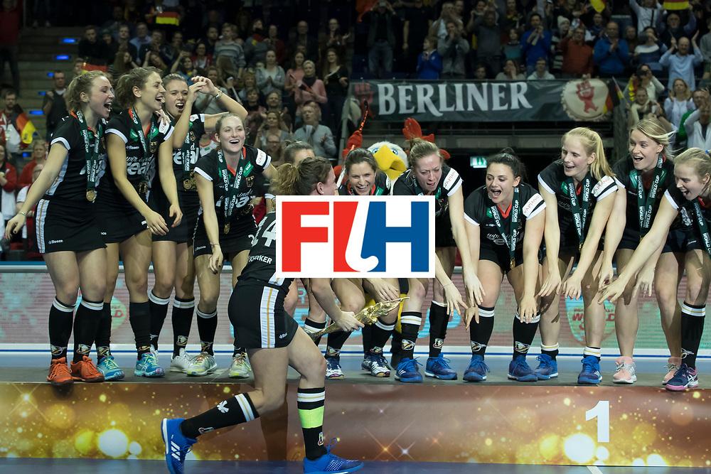 Hockey, Seizoen 2017-2018, 11-02-2018, Berlijn,  Max-Schmeling Halle, WK Zaalhockey 2018 Heren, Finale Duitsland - Oostenrijk 3-3, Oostenrijk wint na shootouts, Dames Duitsland Wereldkampioen Indoor Hockey 2018