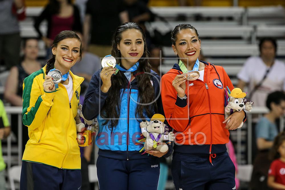 Arquivo Especial Medalhas do Pan Americano de Toronto 2015. Os jogos Pan americanos aconteceram entre 10 e 26 de julho de 2015 na cidade de Toronto, no Canadá. A brasileira Talitha Haas (esq.) ganha medalha de Prata na Patinação Artística. Foto: Thiago Bernardes/Frame