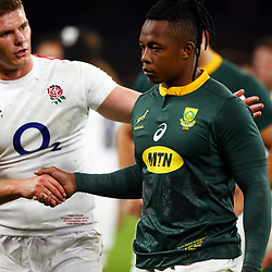 LONDON, ENGLAND - NOVEMBER 03: Owen Farrell (co-captain) of England with S'bu Nkosi of South Africa during the Castle Lager Outgoing Tour match between England and South Africa at Twickenham Stadium on November 03, 2018 in London, England. (Photo by Steve Haag/Gallo Images)