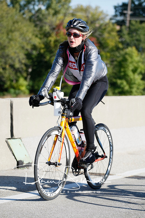 Pedal the Cause 2012.Veterans Memorial.St. Louis, MO.07-OCT-2012..Credit: Andrew Selman / Halflife Studio