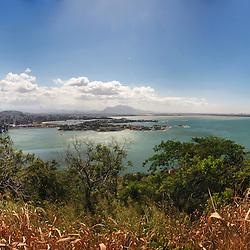 Vista panorâmica do Morro do Moreno em Vitória, ES.