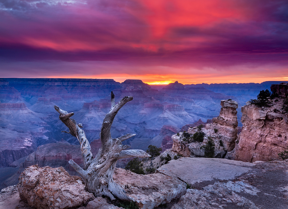 Spectacular sunrise from Yaki Point, Grand Canyon National Park, Arizona, USA
