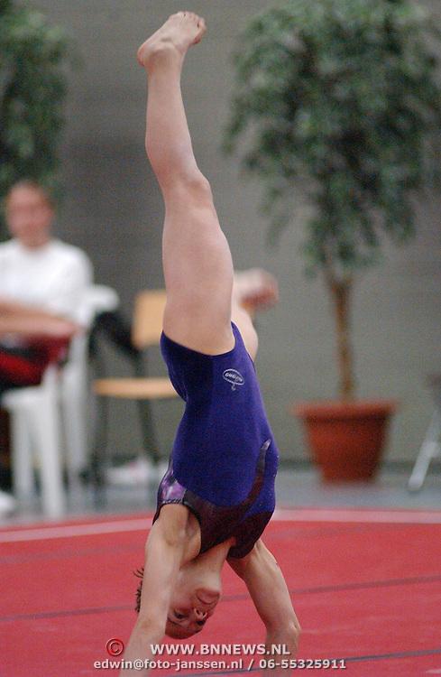 NLD/Huizen/20050603 - Turnen, 1/2 Finale Topsport, vloer, Maaike de Ruiter