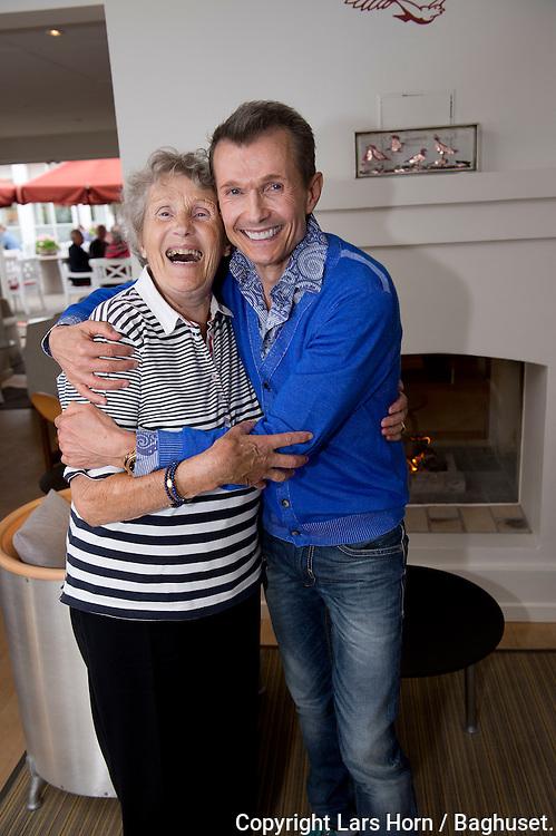 Sommer i Skagen Ole Henriksen og hans mor Anny <br />  15.07.14<br /> Foto:  Lars Horn / Baghuset
