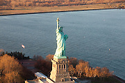 New York, New York. Etats Unis. 17 Decembre 2010.Vue aerienne depuis un helicoptere...New York, New York. United States. December 17th 2010.Aerial view from an helicopter..