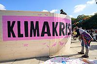 """07 OCT 2019, BERLIN/GERMANY:<br /> Eine junge Frau vollendet den Schriftzug """"Klimakrise"""" an einer Arche, Extinction Rebellion (XR), eine globale Umweltbewegung protestiert mit der Blockade von Verkehrsknotenpunkten fuer eine Kehrtwende in der Klimapolitik, Grosser Stern, Siegessäule<br /> IMAGE: 20191007-01-017<br /> KEYWORDS: Demonstration, Demo, Demonstraten, Klima, Klimawandel, climate change, protest, Klimakrise"""
