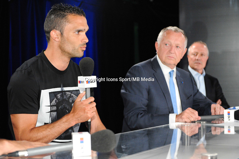 Jeremy MOREL / Jean Michel AULAS / Bernard LACOMBE - 01.06.2015 - Presentation du nouveau joueur de Lyon<br />