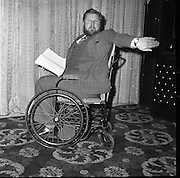 "Peter Ustinov to act and direct his new play ""Photo Finish"" from his wheelchair.  .05.03.1962"
