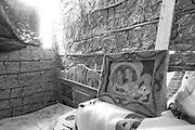 Comunidade Baixão, município de Almenara na região do baixo Jequitinhonha, Norte de Minas Gerais. Nessa região é possível encontrar três tipos de biomas: caatinga, cerrado e mata atlântica. A ASA Brasil, Articulação no Semiárido Brasileiro, tem implementado em diversas comunidades no Norte de Minas o Programa Uma Terra e Duas Águas (P1+2) e o Programa Um Milhão de Cisternas (P1MC) que tem como objetivo viabilizar a captação e armazenamento de água de chuva nessas comunidades para consumo humano, criação de animais e produção de alimentos. Entre os parceiros para implementação dos projetos tem destaque na região a Cáritas Diocesana de Almenara.