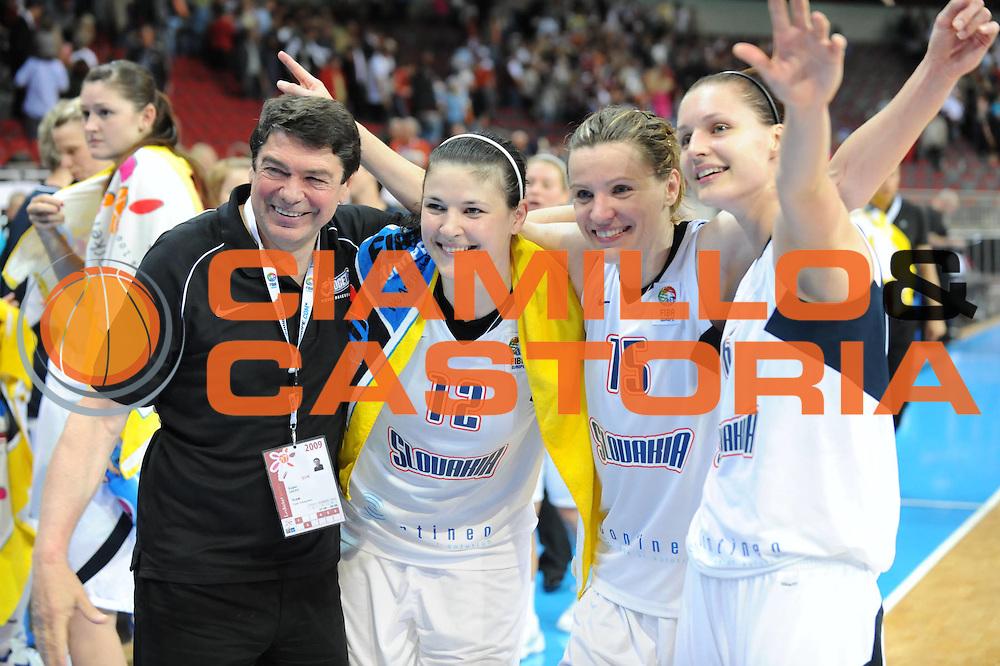 DESCRIZIONE : Riga Latvia Lettonia Eurobasket Women 2009 Qualifying Round Slovacchia Lettonia Slovak Republic Latvia<br /> GIOCATORE : lUCIA lASKOVA mARTINA gYURCSI<br /> SQUADRA : Slovacchia Slovak Republic<br /> EVENTO : Eurobasket Women 2009 Campionati Europei Donne 2009 <br /> GARA : Slovacchia Lettonia Slovak Republic Latvia<br /> DATA : 13/06/2009 <br /> CATEGORIA : esultanza<br /> SPORT : Pallacanestro <br /> AUTORE : Agenzia Ciamillo-Castoria/M.Marchi