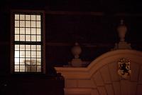 Nederland. Den Haag, 19 februari 2010.<br /> 22.40 uur, Koenders tijdens PvdA overleg in een gang nabij de Treveszaal. Premier Balkenende gaat het ontslag van zijn vierde kabinet indienen bij koningin Beatrix. Na een keiharde confrontatie in de ministerraad over de militaire missie in Uruzgan bleek rond vier uur 's nachts nog maar één conclusie mogelijk: aftreden.<br /> Foto Martijn Beekman