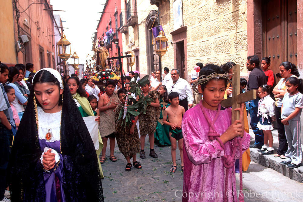 MEXICO, SAN MIGUEL, EASTER Good Friday Procession, Mary and Christ