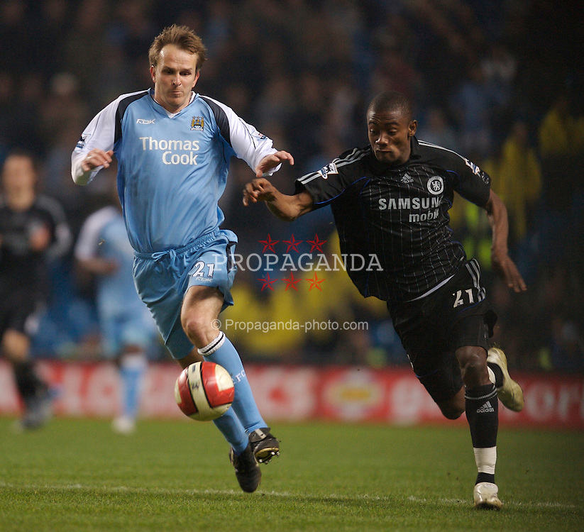 Manchester, England - Wednesday, March 14, 2007: Manchester City's Dietmar Hamann and Chelsea's Salomon Kalou during the Premiership match at the City of Manchester Stadium. (Pic by David Rawcliffe/Propaganda)