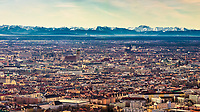 München bei Föhn mit Blick Richtung Alpen.