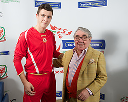 CARDIFF, WALES - Tuesday, August 14, 2012: Afan Lido's Mark Jones with Ronnie Corbett, the sporting ambassador ot Corbett Sport, at the launch the 2012/2013 Welsh Premier League at the St. David's Hotel. (Pic by David Rawcliffe/Propaganda)
