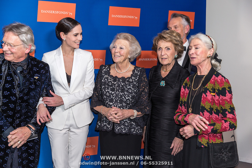 NLD/Amsterdam/20191114 - Prinses Beatrix en Prinses Margriet bij jubileum Dansersfonds, Prinses Beatrix, Prinses Margriet, Igone de Jongh  en Han Ebbelaar en Alexandra Radius