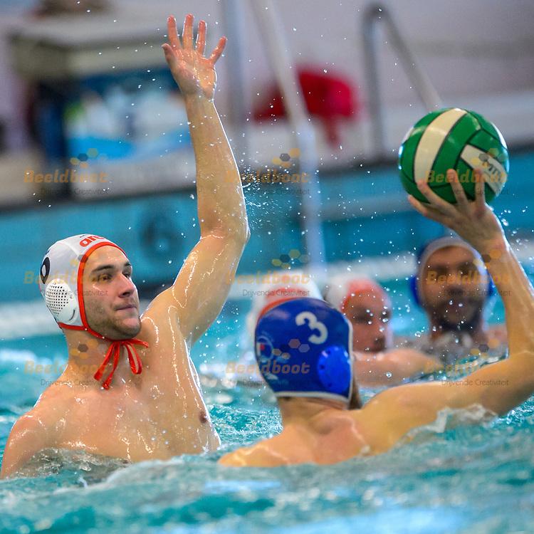 30-04-2017: Waterpolo: ZPC Amersfoort v Het Ravijn: Amersfoort<br /> <br /> (L-R) Mitchell Budding van ZPC Amersfoort tijdens de wedstrijd tussen de heren van ZPC Amersfoort en Het Ravijn op 30 april 2017 in Sportfondsenbad in Amersfoort<br /> <br /> Halve finale play-off - Seizoen 2016 / 2017<br /> <br /> Foto: Gertjan Kooij