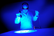 pvcDNAAPD1/11-3-06/ASEC.  APD Forensic Scientist Ross Kirkendoll (CQ), shines an alternate light source on samples of fabric that have stains containing human DNA, photographed at the Metropolitan Science Center Friday Nov. 3, 2006.  (Pat Vasquez-Cunningham/Journal)