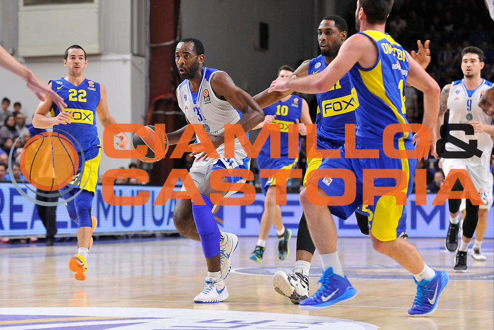 DESCRIZIONE : Eurolega Euroleague 2015/16 Group D Dinamo Banco di Sardegna Sassari - Maccabi Fox Tel Aviv<br /> GIOCATORE : Christian Eyenga<br /> CATEGORIA : Palleggio<br /> SQUADRA : Dinamo Banco di Sardegna Sassari<br /> EVENTO : Eurolega Euroleague 2015/2016<br /> GARA : Dinamo Banco di Sardegna Sassari - Maccabi Fox Tel Aviv<br /> DATA : 03/12/2015<br /> SPORT : Pallacanestro <br /> AUTORE : Agenzia Ciamillo-Castoria/C.Atzori
