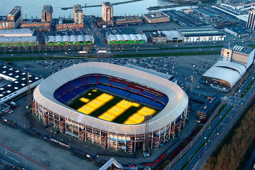 Nederland, Zuid-Holland, Rotterdam, 07-02-2018; Rotterdam-Zuid, deelgemeente Feijenoord met het stadion van voetbalclub Feyenoord. In stadion 'De Kuip' branden groeilampen om het gras ook in de winter te laten groeien.<br /> Feijenoord, stadium 'De Kuip' of the football club Feyenoord with grow lights.<br /> <br /> luchtfoto (toeslag op standard tarieven);<br /> aerial photo (additional fee required);<br /> copyright foto/photo Siebe Swart