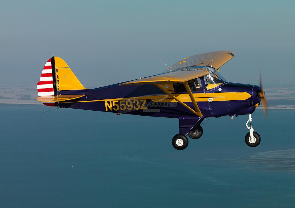 Piper Colt met registratie N5593Z tijdens een air to air fotovlucht vliegend boven een winters Noord Beveland en Oosterschelde.