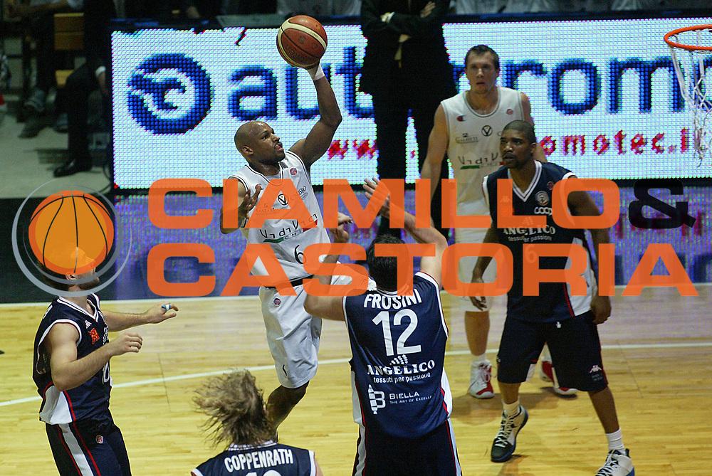 DESCRIZIONE : Bologna Lega A1 2006-07 Playoff Quarti di Finale Gara 3 VidiVici Virtus Bologna Angelico Biella <br /> GIOCATORE : Best <br /> SQUADRA : VidiVici Virtus Bologna <br /> EVENTO : Campionato Lega A1 2006-2007 Playoff Quarti di Finale Gara 3 <br /> GARA : VidiVici Virtus Bologna Angelico Biella <br /> DATA : 22/05/2007 <br /> CATEGORIA : Tiro <br /> SPORT : Pallacanestro <br /> AUTORE : Agenzia Ciamillo-Castoria/M.Minarelli <br /> Galleria : Lega Basket A1 2006-2007 <br />Fotonotizia : Bologna Campionato Italiano Lega A1 2006-2007 Playoff Quarti di Finale Gara 3 VidiVici Virtus Bologna Angelico Biella <br />Predefinita :