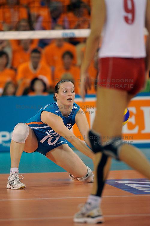 20-09-2009 VOLLEYBAL: DELA TROPHY NEDERLAND - TURKIJE: EINDHOVEN<br /> Nederland ook de tweede wedstrijd van Turkije maar ditmaal iets moeizamer 3 -2 / Janneke van Tienen<br /> &copy;2009-WWW.FOTOHOOGENDOORN.NL
