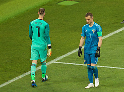 MOSCOW, RUSSIA - Sunday, July 1, 2018: Russia's goalkeeper Igor Akinfeev walks past Spain's goalkeeper David De Gea as he prepares to face the second penalty of a shoot-out during the FIFA World Cup Russia 2018 Round of 16 match between Spain and Russia at the Luzhniki Stadium. (Pic by David Rawcliffe/Propaganda)