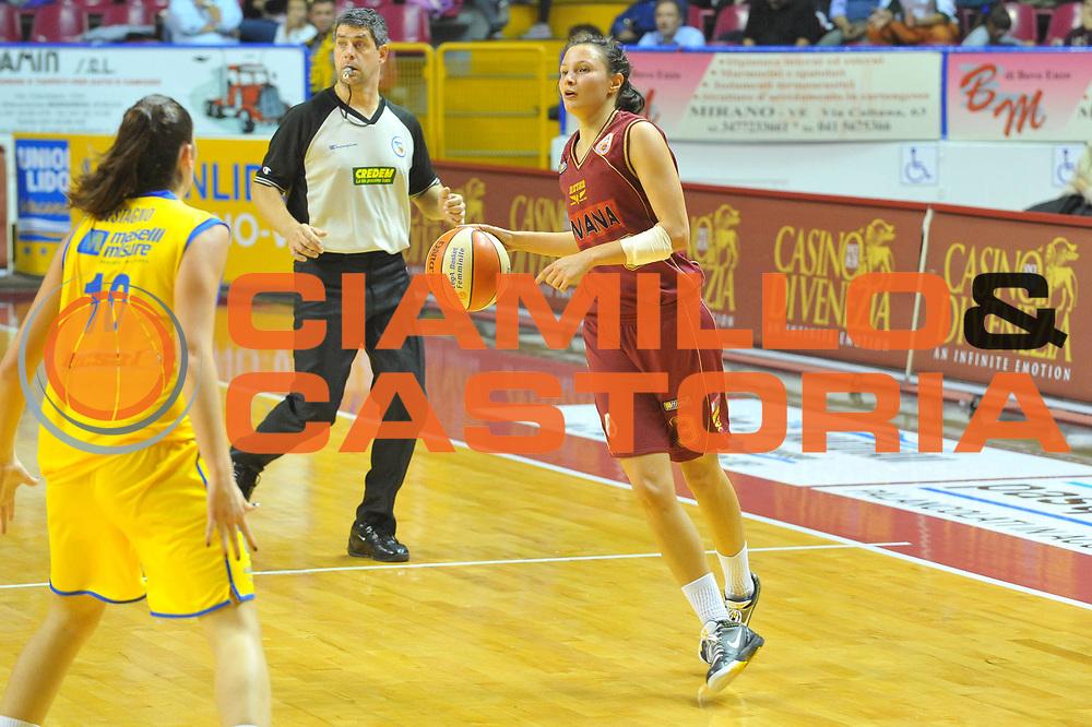 DESCRIZIONE : Venezia Lega A1 Femminile 2010-11 Q-Round Umana Reyer Venezia Lavezzini Parma<br /> GIOCATORE : Giorgia Sottana <br /> SQUADRA : Umana Reyer Venezia<br /> EVENTO : Campionato Lega A1 Femminile 2010-2011<br /> GARA : Umana Reyer Venezia Lavezzini Parma<br /> DATA : 15/10/2010<br /> CATEGORIA : Palleggio<br /> SPORT : Pallacanestro<br /> AUTORE : Agenzia Ciamillo-Castoria/M.Gregolin<br /> Galleria : Lega Basket Femminile 2010-2011<br /> Fotonotizia : Venezia Lega A1 Femminile 2010-11 Q-Round Umana Reyer Venezia Lavezzini Parma<br /> Predefinita :