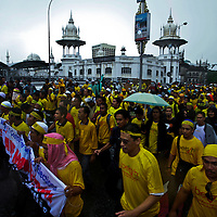 Malaysian protestors march during a rally calling for clean election in Kuala Lumpur, Malaysia, November 2007.