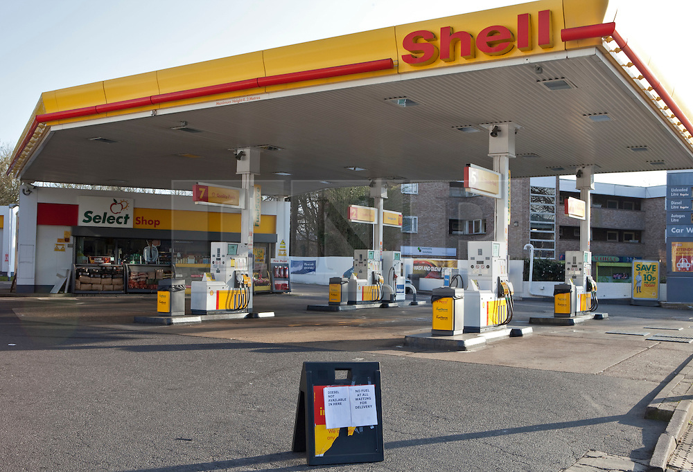 © Licensed to London News Pictures. 28/03/2012. London, U.K..QUEUES at petrol stations around the greater London Area due to the threat of fuel tanker drivers industrial action...Photo credit : Rich Bowen/LNP