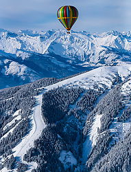 05.02.2018, Zell am See - Kaprun, AUT, BalloonAlps, im Bild ein Heissluftballon in der Luft // a hot-air balloon in the air during the International Balloonalps Alps Crossing Event, Zell am See Kaprun, Austria on 2018/02/05. EXPA Pictures © 2018, PhotoCredit: EXPA/ JFK