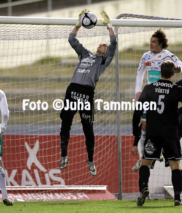 17.10.2010, Stadion, Lahti..Veikkausliiga 2010, FC Lahti - IFK Mariehamn..Janne Leino - FC Lahti.©Juha Tamminen.