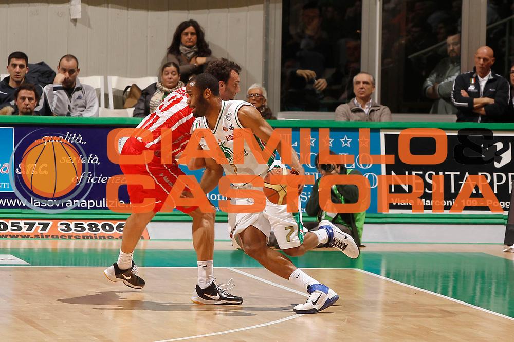 DESCRIZIONE : Siena Lega A 2010-11 Montepaschi Siena Banca Tercas Teramo<br /> GIOCATORE : Malik Hairston<br /> SQUADRA : Montepaschi Siena<br /> EVENTO : Campionato Lega A 2010-2011<br /> GARA : Montepaschi Siena Banca Tercas Teramo<br /> DATA : 17/03/2011<br /> CATEGORIA : palleggio<br /> SPORT : Pallacanestro<br /> AUTORE : Agenzia Ciamillo-Castoria/P.Lazzeroni<br /> Galleria : Lega Basket A 2010-2011<br /> Fotonotizia : Siena Lega A 2010-11 Montepaschi Siena Banca Tercas Teramo<br /> Predefinita :