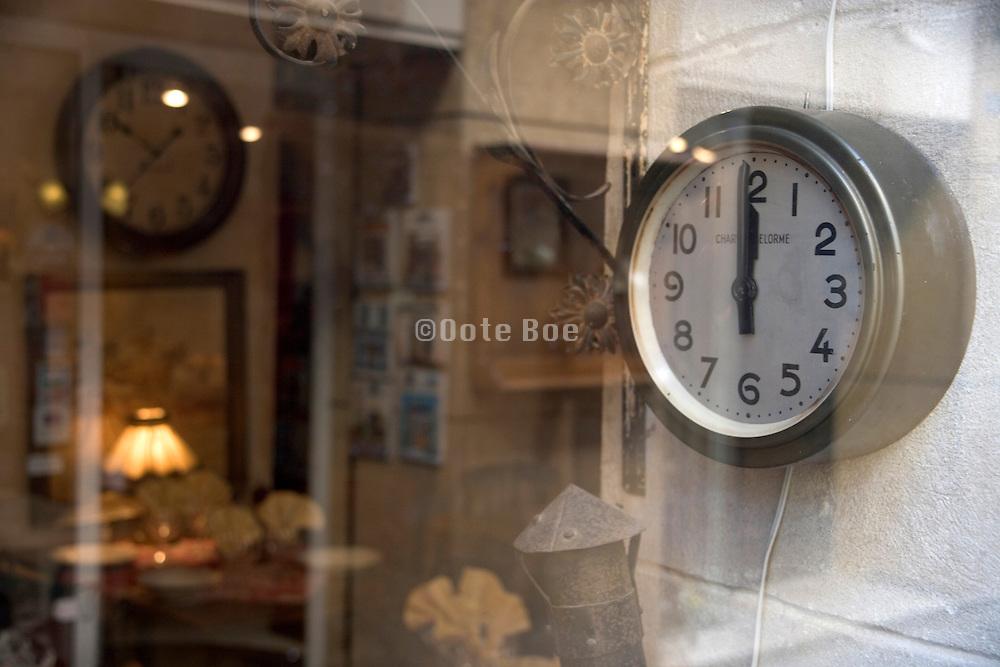 clock having it one minute before twelve