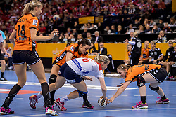 15-12-2017 DEU: 23rd Women World Championship Netherlands - Norway, Hamburg<br /> Quarter final - De Nederlandse handbalsters vervolgen hun gouden WK-droom. Nederland bleek woensdagavond in de kwartfinales te sterk voor Tsjechi&euml;, maar het ging moeizaam. Uiteindelijk trok Nederland aan het langste eind: 30-26. / Yvette Broch #13 of Netherlands, Laura Van Der Heijden #6 of Netherlands, Heidi Loke # of Norway #6 of Norway