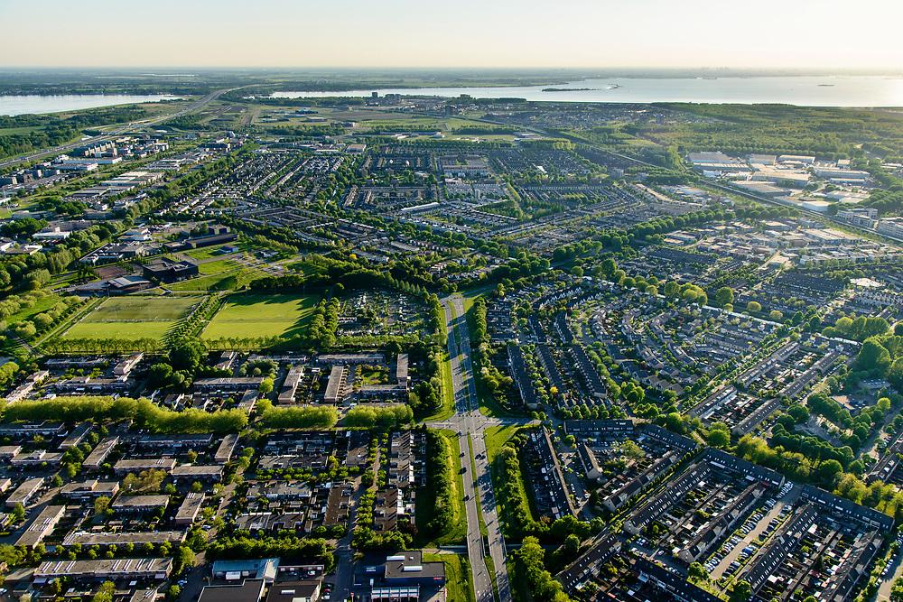 Nederland, Flevoland, Almere, 07-05-2018; Almere Stad gezien langs de as van de Stedendreef, rechts Muziekwijk Zuid, links Stedenwijk.<br /> City centre Almere.<br /> luchtfoto (toeslag op standard tarieven);<br /> aerial photo (additional fee required);<br /> copyright foto/photo Siebe Swart