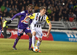 22.02.2019, TGW Arena, Pasching, AUT, 1. FBL, LASK vs FK Austria Wien, 19. Runde, im Bild v.l. Osagie Bright Edomwonyi (FK Austria Wien), Christian Ramsebner (LASK) // during the tipico Bundesliga 19th round match between LASK and FK Austria Wien at the TGW Arena in Pasching, Austria on 2019/02/22. EXPA Pictures © 2019, PhotoCredit: EXPA/ Reinhard Eisenbauer