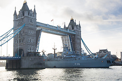 © Licensed to London News Pictures. 27/01/2014. London, UK. The German frigate Schleswig Holstein F216 leaves London under Tower Bridge after a short visit to the capital. The Brandenburg-class vessel will take part in the Royal Nav's Cougar 14 deployment later this year. Photo credit : Vickie Flores/LNP