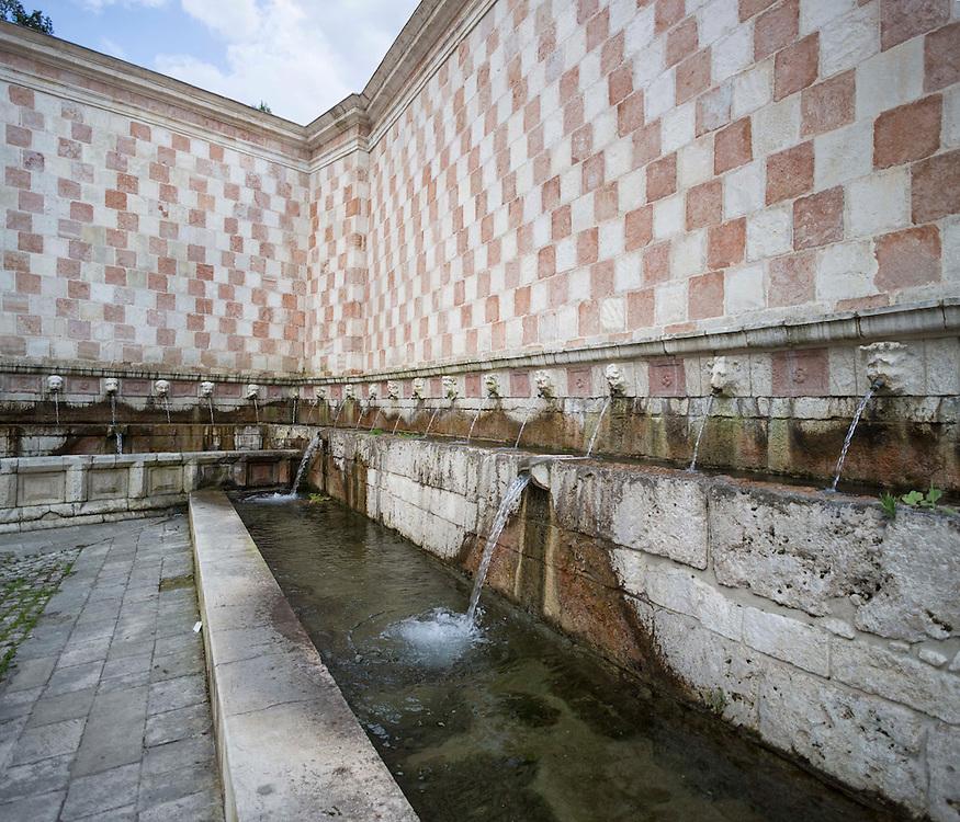 Fontana 99 cannelle L'Aquila
