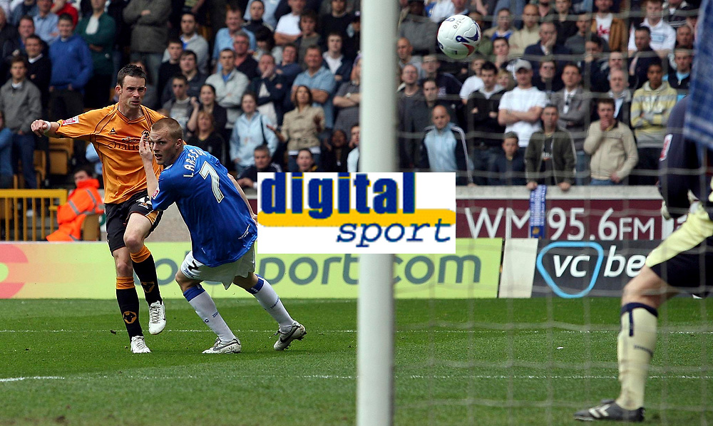 Photo: Paul Thomas.<br /> Wolverhampton Wanderers v Birmingham City. Coca Cola Championship. 22/04/2007.<br /> <br /> Michael McIndoe (L) of Wolves fires this great chance at goal, just wide.