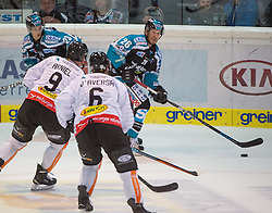 09.10.2015, Keine Sorgen Eisarena, Linz, AUT, EBEL, EHC Liwest Black Wings Linz vs Dornbirner Eishockey Club, 9. Runde, im Bild Rob Hisey (EHC Liwest Black Wings Linz) und Jonathan D Aversa (Dornbirner Eishockey Club) // during the Erste Bank Icehockey League 9th round match between EHC Liwest Black Wings Linz and Dornbirner Eishockey Club at the Keine Sorgen Icearena, Linz, Austria on 2015/10/09. EXPA Pictures © 2015, PhotoCredit: EXPA/ Reinhard Eisenbauer