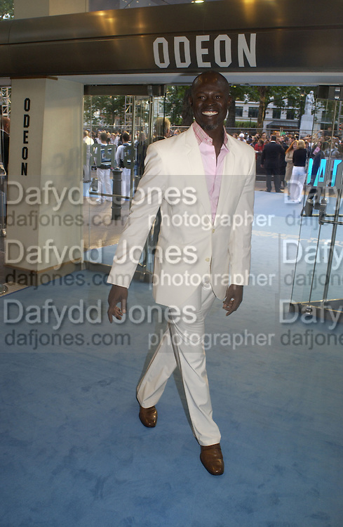 """Djimon Hounsou<br />. The UK Premiere of """"The Island"""" at the Odeon Leicester Square, London. 7 August 2005. , ONE TIME USE ONLY - DO NOT ARCHIVE  © Copyright Photograph by Dafydd Jones 66 Stockwell Park Rd. London SW9 0DA Tel 020 7733 0108 www.dafjones.com"""