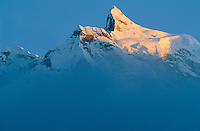 Nepal. Region du Khumbu. Zone de l'Everest. Chaine de montagne du Thamserku (6608m). // Nepal. Khumbu region, Everest area, Thamserku mountain (6608m).