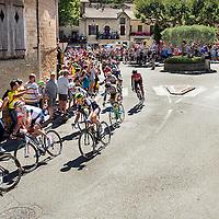 Frankrijk, B&eacute;doin, 14-07-2016<br /> Wielrennen, Tour de France, 12e etappe.<br /> Van Montpellier naar Mont Ventoux.<br /> De Kopgroep met geheel rechts de latere winnaar Thomas de Gendt ( rood shirt Lotto-Soudal ) aan de voet van de klim richting de top van de Mont Ventoux bij het verlaten van B&eacute;doin. <br /> Foto: Klaas Jan van der Weij