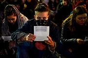 Santiago Mazzarovich/ URUGUAY/ MONTEVIDEO/ 20180710/ La Coordinadora de Feminismos convoc&oacute; una alerta feminista por el caso de dos nuevos feminicidios: Roc&iacute;o Bel&eacute;n Duche de 14 a&ntilde;os asesinada Treinta y Tres, y el de una mujer de Rivera de 46 a&ntilde;os. La movilizaci&oacute;n concentr&oacute; en Plaza Cagancha y march&oacute; hasta la Explanada de la Intendencia.<br /> <br /> En la foto: Alerta feminista. Foto: Santiago Mazzarovich / adhocFOTOS.